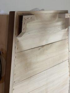 Všetky naše truhly sú celodrevené, vrátane dreveného dna, z materiálu z akého je truhla vyrobená